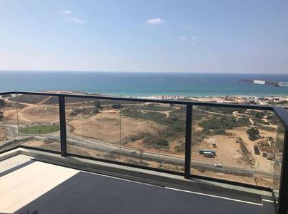 תמונה של להשכרה 4 חדרים בקרבת חוף הים במגדל מפואר בבת ים