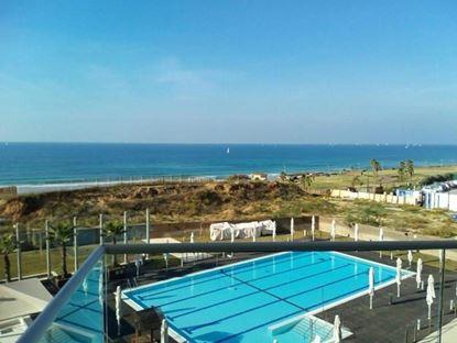 """תמונה של להשכרה בבלעדיות דירת 2 חדרים במלון ווסט על הים ע""""י סי אנד סאן"""