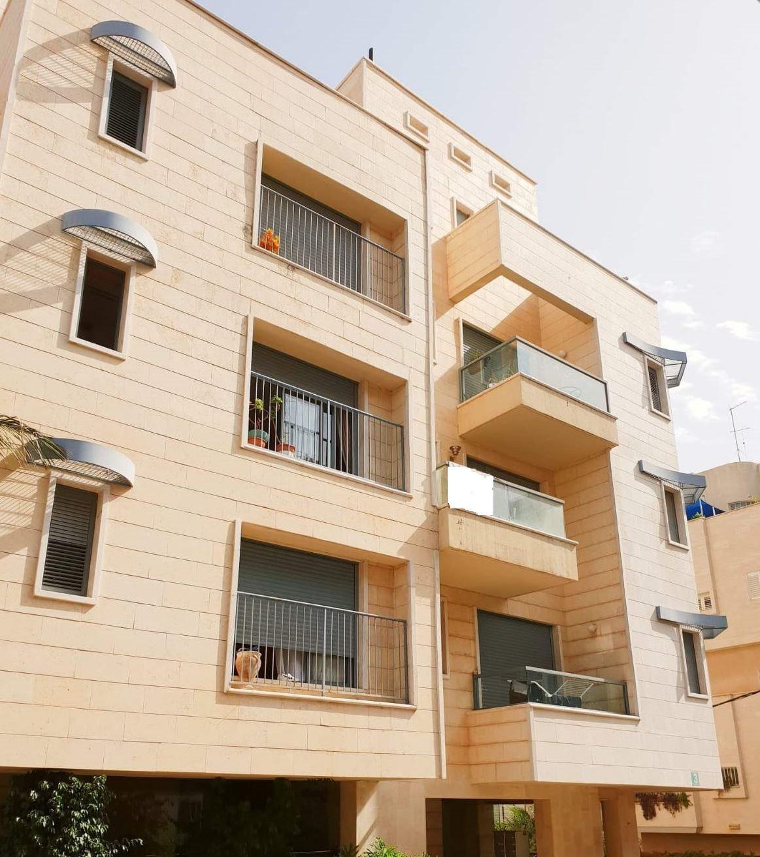 """תמונה של (במו""""מ) למכירה בשכונת נחלת גנים דירת 3 חדרים ברחוב מבוא הפודים ברמת גן"""