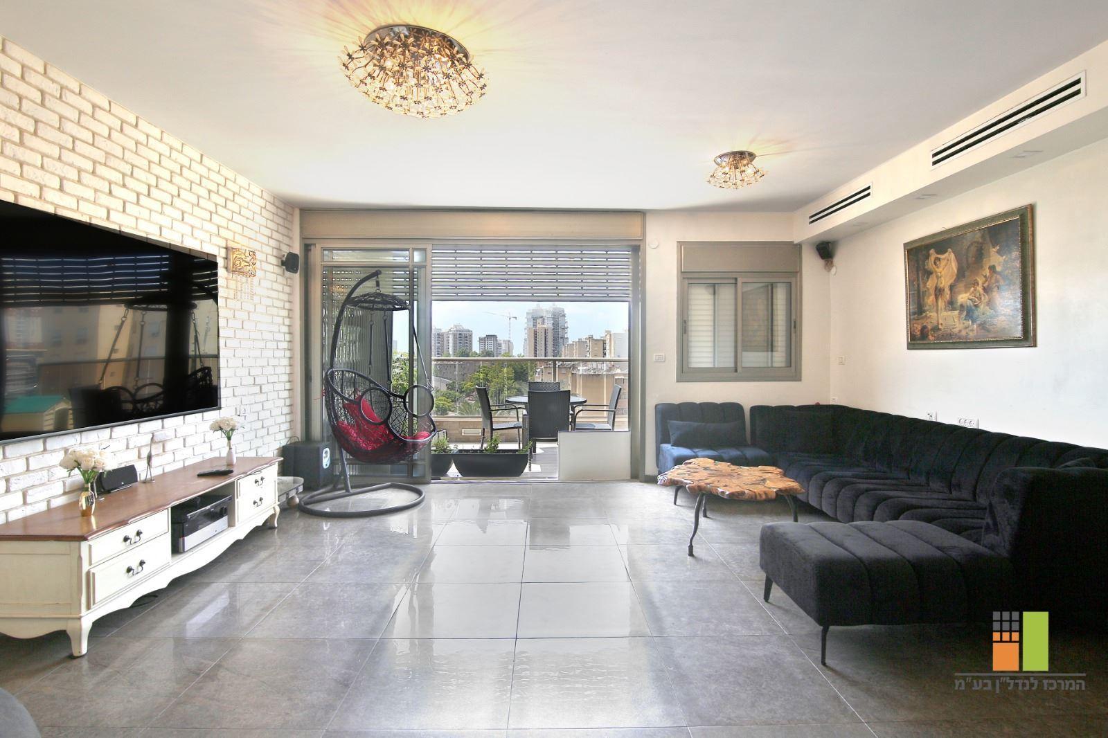 תמונה של למכירה - דופלקס -6 חדרים - רח' ורד בשכונת בנה ביתך בקריית מוצקין
