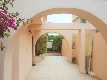 תמונה של בית בודד בכפר תבור