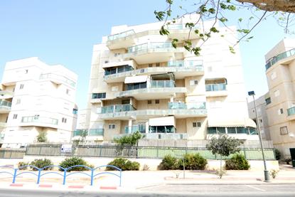 תמונה של למכירה דירת גן 5 חדרים בשכונת רמות ברחוב אברהם אמיר