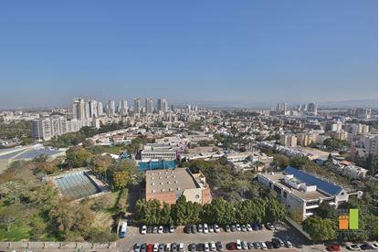 תמונה של למכירה - דירת 4.5 חד' ברח' יגאל אלון בלב  מוצקין