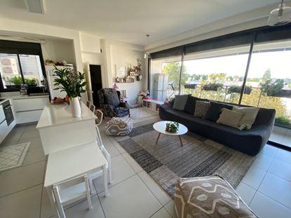 תמונה של להשכרה בשכונת חרוזים דירת 4 חדרים ברחוב רות ברמת גן